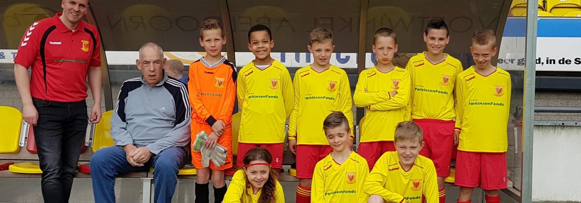 Apeldoornse Boys krijgen nieuw voetbal tenue